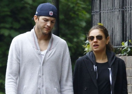 Ashton Kutcher and Mila Kunis. Photo: FameFlynetUK/FAMEFLYNET PICTURES