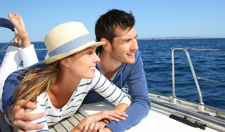 Happy couple on a boat. Photo: Goodluz / Bigstock.com