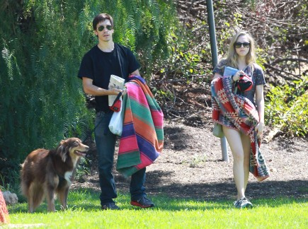 Justin Long and Amanda Seyfried. Photo: Rocstar/RR/FAMEFLYNET PICTURES