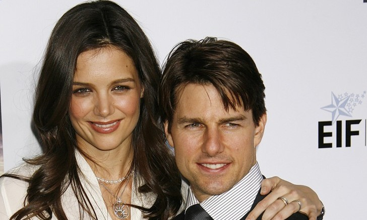 Cupid's Pulse Article: Katie Holmes Removes Her Wedding Ring