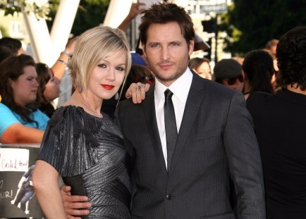 Cupid's Pulse Article: Jennie Garth and Peter Facinelli Will Split Holidays with Daughters