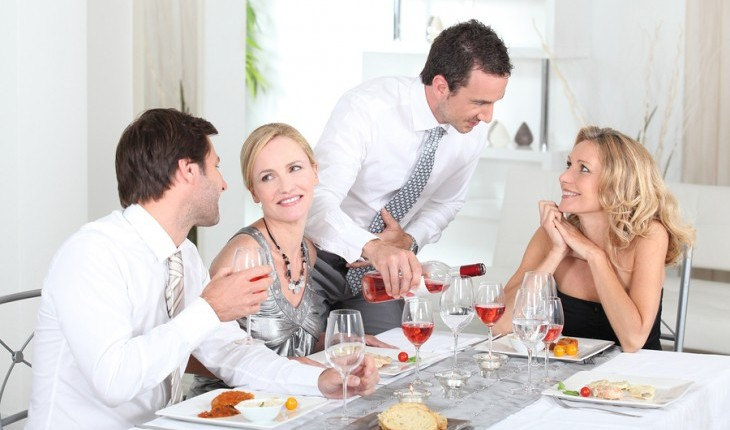 Cupid's Pulse Article: Date Idea: Friendsgiving