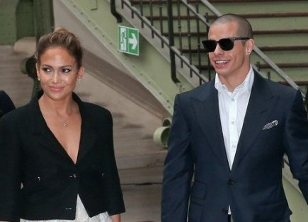 Jennifer Lopez and Casper Smart. Photo: Pixplanete / PR Photos