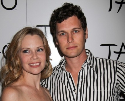 Cupid's Pulse Article: Former 'Brothers & Sisters' Star Sarah Jane Morris Welcomes a Baby Girl