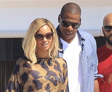 Cupid's Pulse Article: Jay-Z Stages Mock Proposal to Beyonce at Met Gala