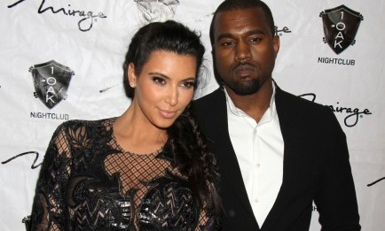 Kanye West shows off his wedding ring. Photo: PRN / PRPhotos.com