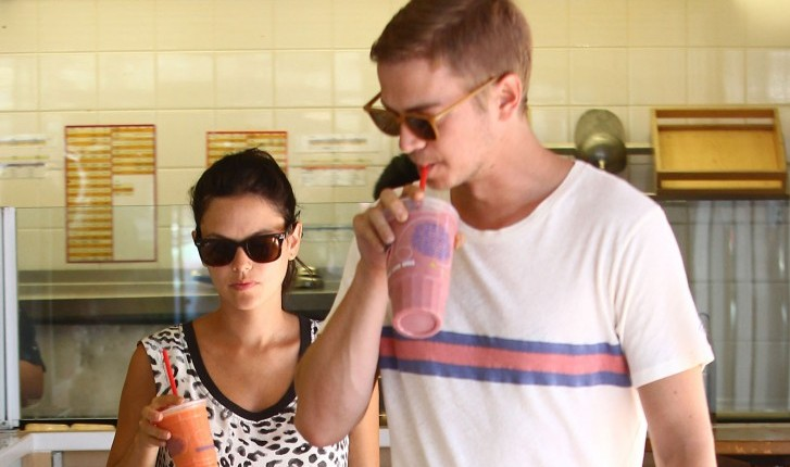 Rachel Bilson indulges her pregnancy cravings with boyfriend Hayden Christensen. Photo: CPR/Dmac/FAMEFLYNET PICTURES