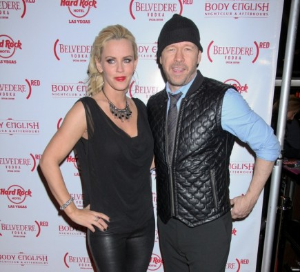 Jenny McCarthy and Donnie Wahlberg dress shop together. Photo: PRN / PRPhotos.com