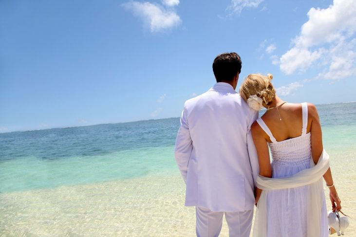 Cupid's Pulse Article: Relationship Advice: 5 Romantic Wedding Ideas That Won't Break the Bank