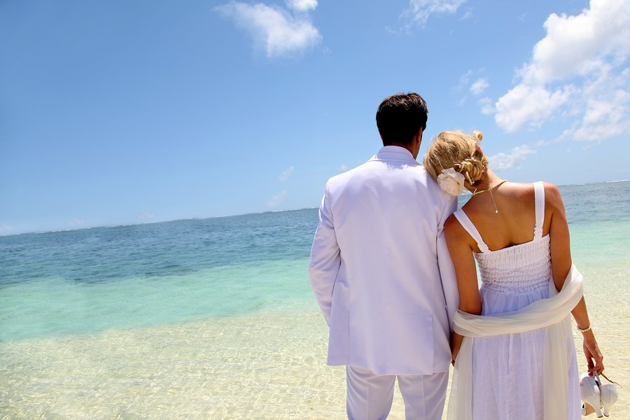 Wedding on the beach. Photo: Goodluz / Bigstock.com