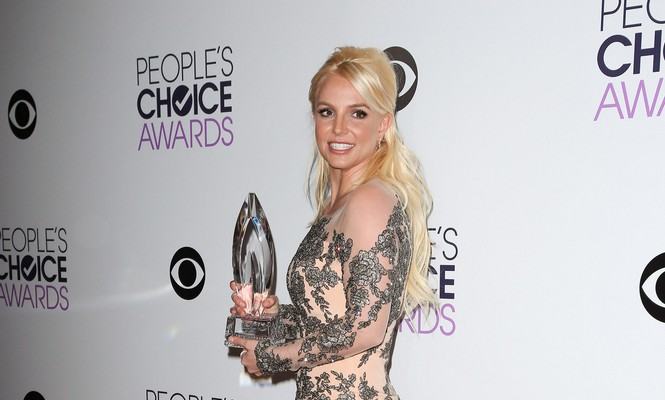 40th Annual People's Choice Awards - Press Room