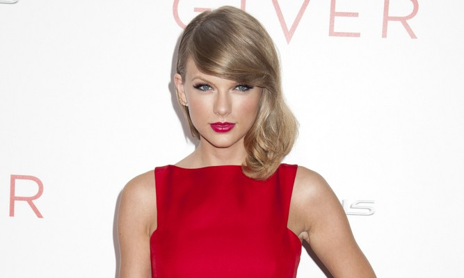 "Cupid's Pulse Article: Taylor Swift References ""Dramatic"" Ex-Boyfriends at Teen Choice Awards"