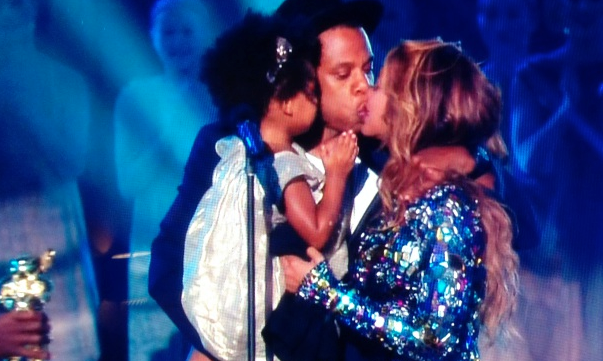 Cupid's Pulse Article: Beyoncé and Jay Z Lock Lips at MTV Video Music Awards