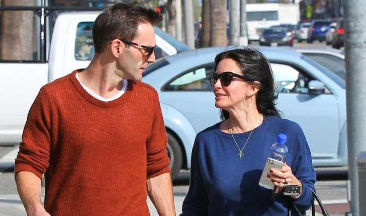 Courteney Cox and Johnny McDaid. Photo: Stoianov/FAMEFLYNET PICTURES