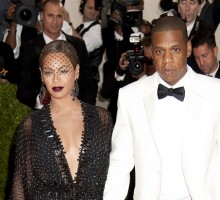 Jay-Z and Beyoncé Pack on PDA at Made in America Festival