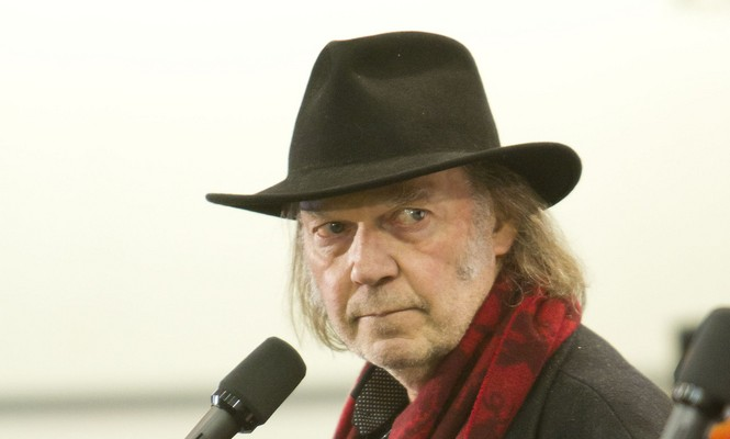 Cupid's Pulse Article: New Celebrity Couple: Rocker Neil Young Is Dating Daryl Hannah
