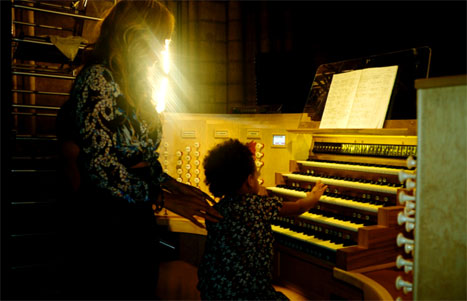 Beyonce and Blue Ivy enjoy a Paris church. Photo: Beyoncé / Instagram