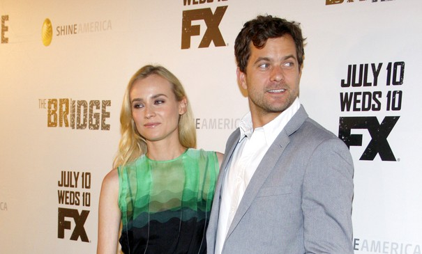 Cupid's Pulse Article: Joshua Jackson Says Guys Should Pay On Dates
