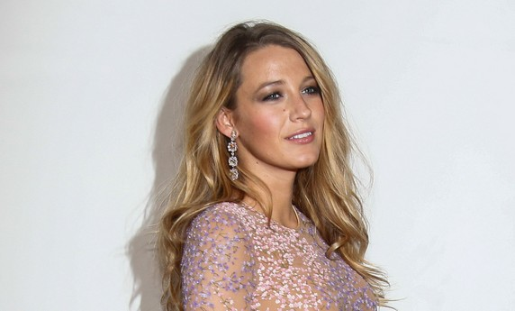 Cupid's Pulse Article: Hollywood Couple Blake Lively and Ryan Reynolds Show Off Her Celebrity Baby Bump