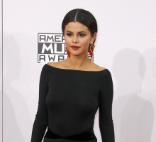 Selena Gomez Cries Singing Song About Justin Bieber at AMA's