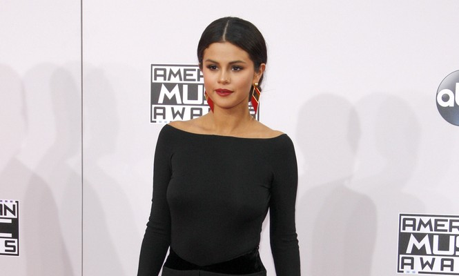 Cupid's Pulse Article: Selena Gomez Cries Singing Song About Justin Bieber at AMA's