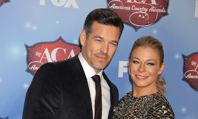 Cupid's Pulse Article: LeAnn Rimes Shares Family and Sexy Solo Holiday Pics