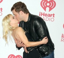 What Chris Pratt and Anna Faris's Goofy Red Carpet Pose Says About Their Love