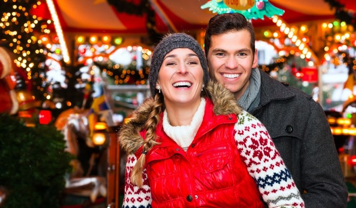 Cupid's Pulse Article: Date Ideas: Holiday Couple Fun