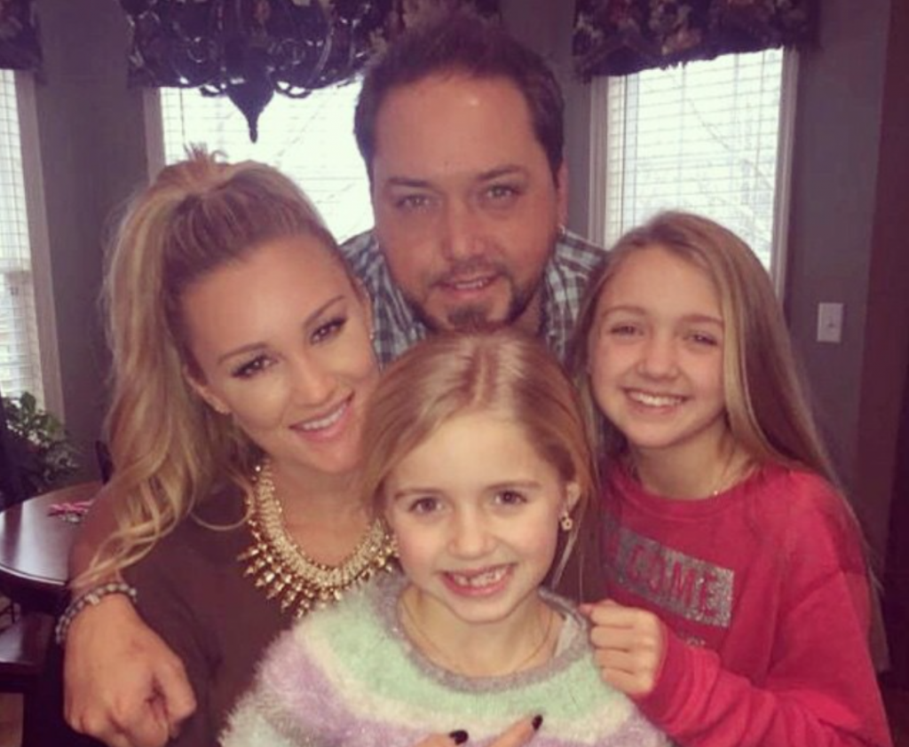 Cupid's Pulse Article: Jason Aldean and Brittany Kerr Spend Christmas Eve With His Kids