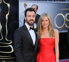 "Jennifer Aniston Says Justin Theroux Gave Her ""A Rock"""