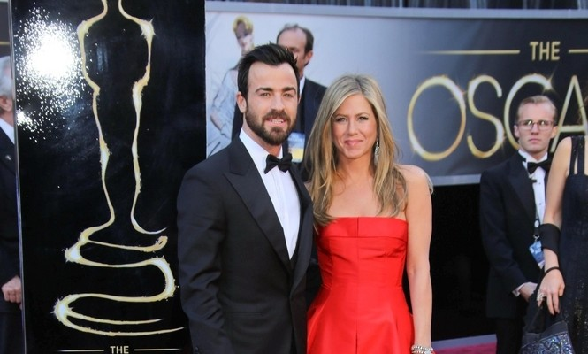 "Cupid's Pulse Article: Jennifer Aniston Says Justin Theroux Gave Her ""A Rock"""