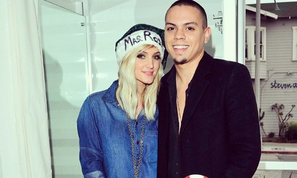 Cupid's Pulse Article: Ashlee Simpson Enjoys Celebrity Pregnancy Via Beach Massage from Husband Evan Ross