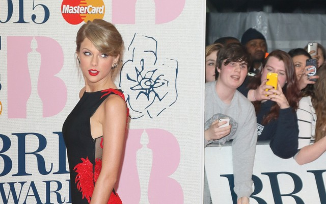 Cupid's Pulse Article: Latest Celebrity News: Taylor Swift Jams Out at Boyfriend Calvin Harris' Concert