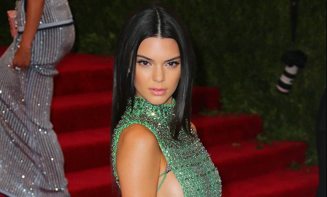 Cupid's Pulse Article: Celebrity News: Kendall Jenner Steps Out With Devin Booker After Flirty Instagram Exchange