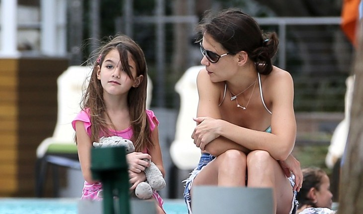 Katie Holmes and Suri Cruise. Photo: SBMF/VEM/FAMEFLYNET PICTURES