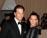 Celebrity Couple: Tom Brady and Gisele Bündchen Celebrate Christmas in New Photo