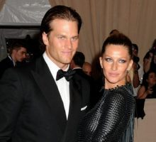 Celebrity Couple Tom Brady & Gisele Bundchen Kiss in Costa Rica After Super Bowl Loss