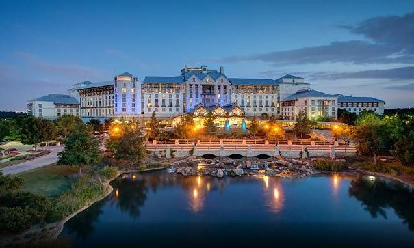 Cupid's Pulse Article: Romantic Getaway: Enjoy a Fun Holiday at the Beautiful Gaylord Texan Restort & Convention Center