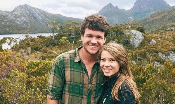 Cupid's Pulse Article: Celebrity Couple News: Bindi Irwin Shares Sweet Valentine's Day Photo with Chandler Powell
