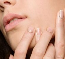 Beauty Trend: Glitter Cuticles