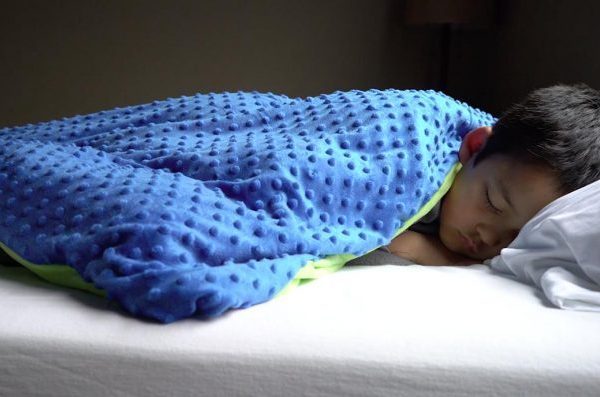 Cupid's Pulse Article: Parenting Trend: Weighted Blankets