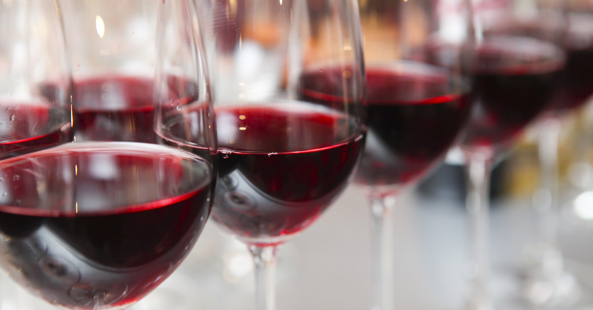 Cupid's Pulse Article: Love & Libations: Celebrity Reds To Turn You On