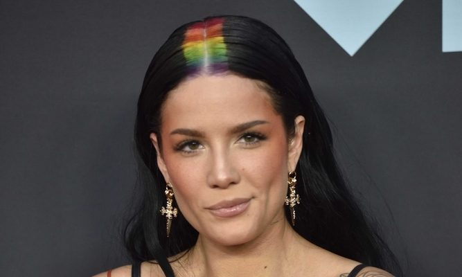 Cupid's Pulse Article: Celebrity News: Halsey Denies Pregnancy Rumors After Evan Peters Touches Her Stomach